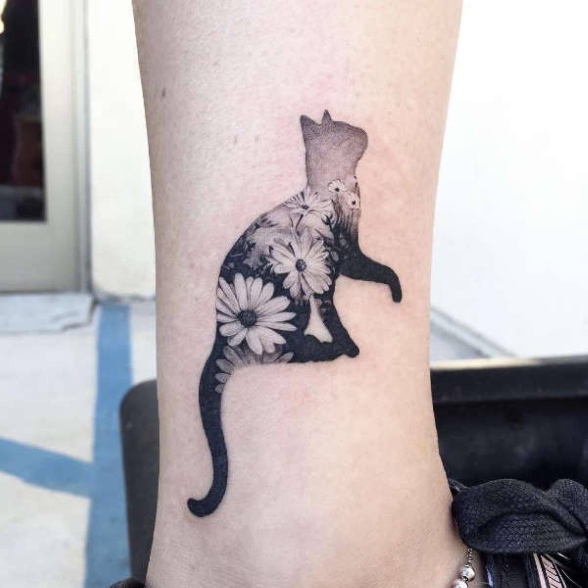 tattoo-gatto-con-fiori