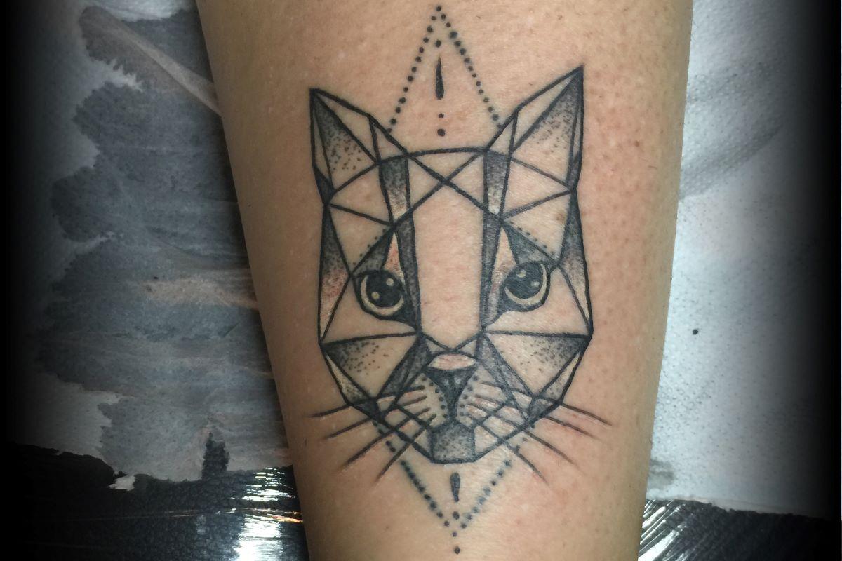 tatuaggio-gatto-geometrico