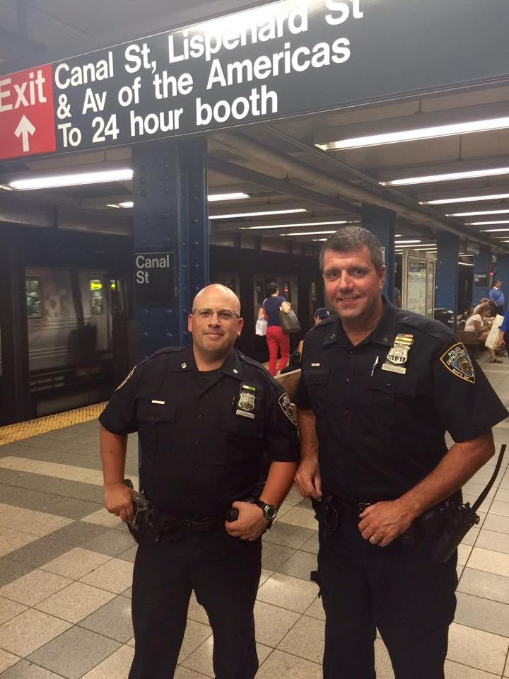 due agenti di polizia