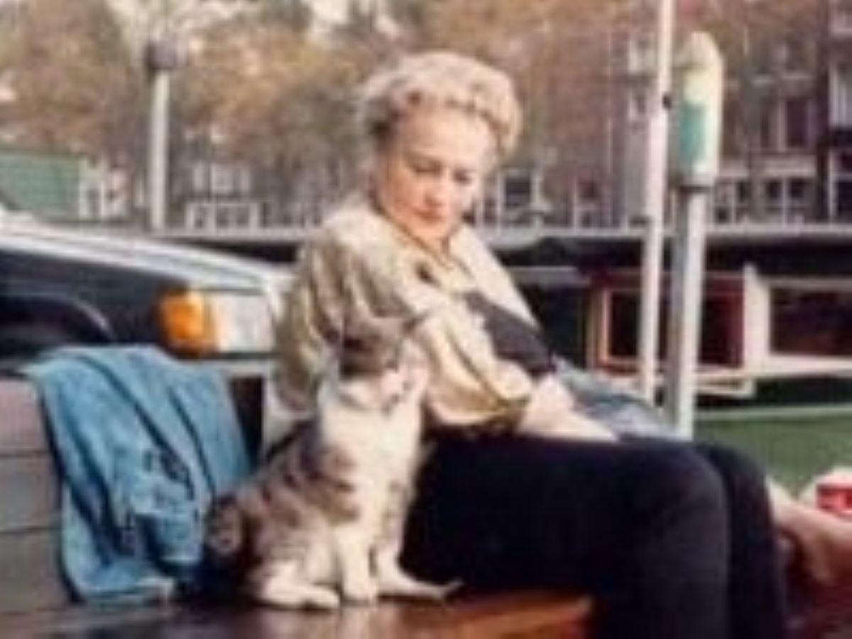 donna-con-gatto