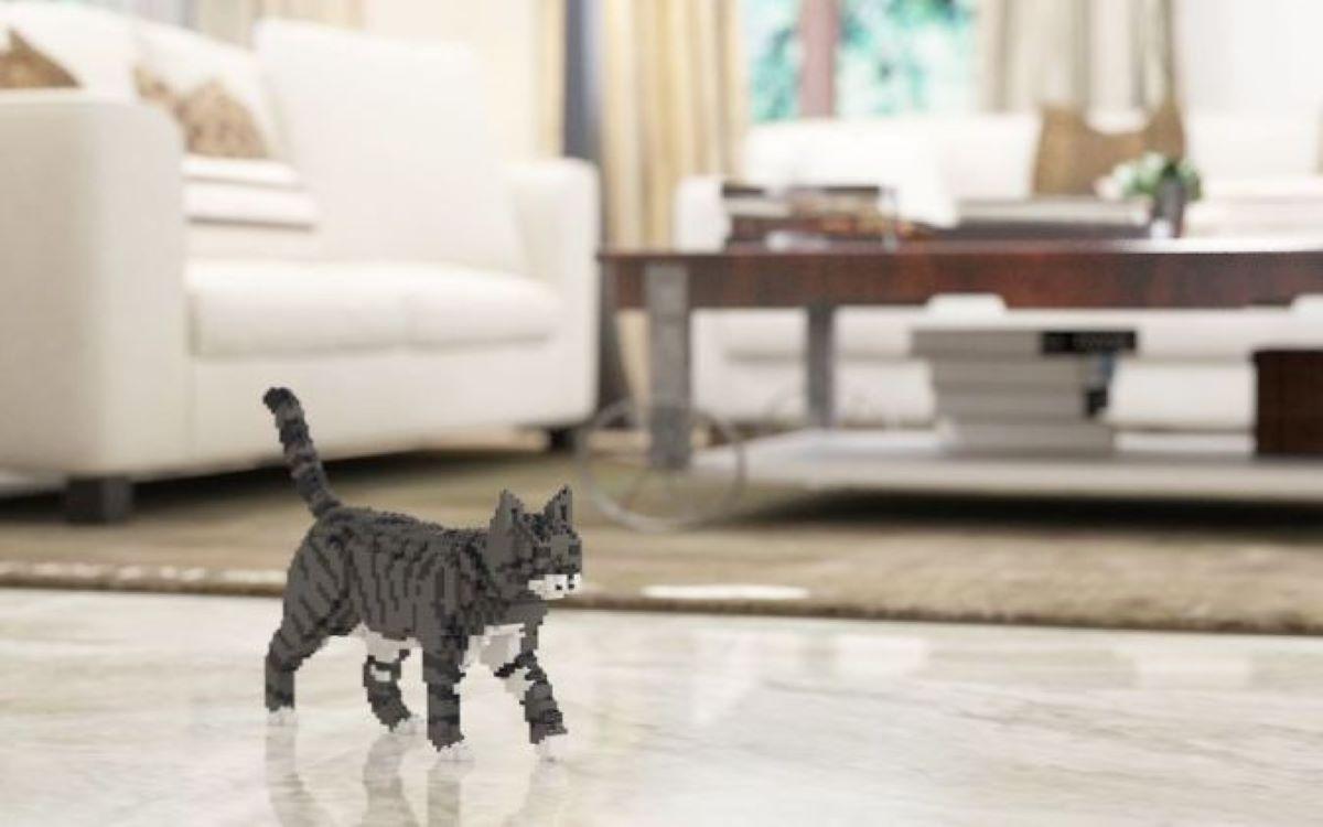 gatto-realizzato-con-i-lego-vicino-a-tavolino