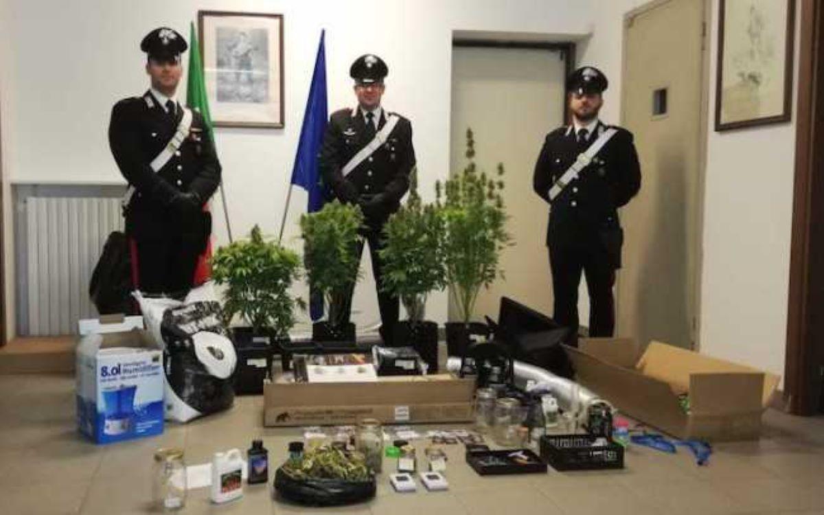 carabinieri-con-refurtiva