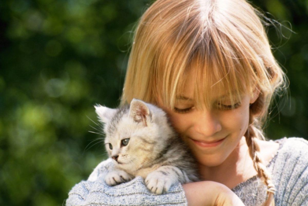 gatto-con-bambina
