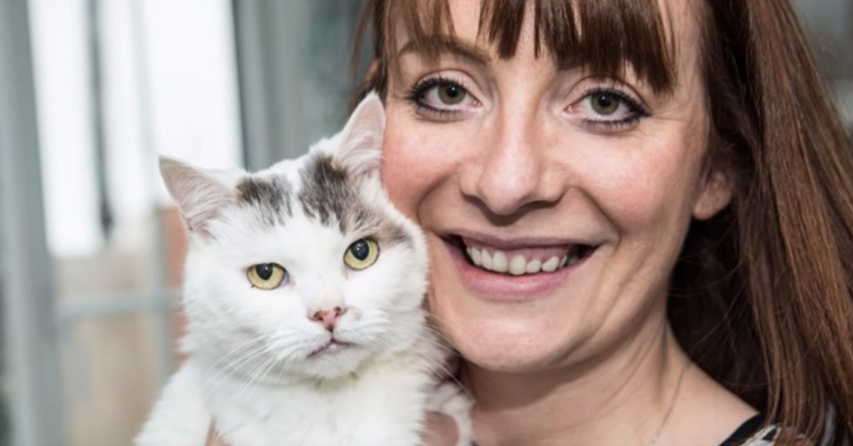 Gattino con la proprietaria