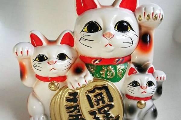 le famose statuette portafortuna giapponesi