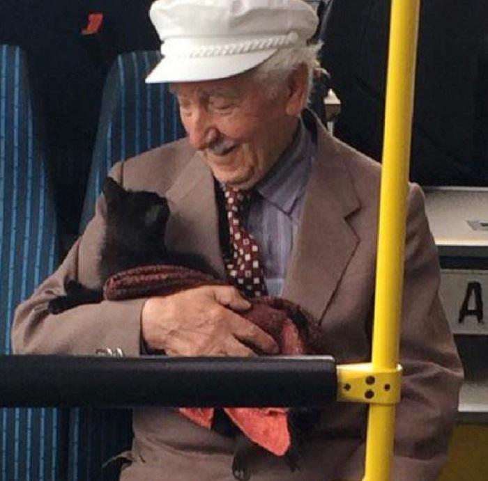 foto virale anziano