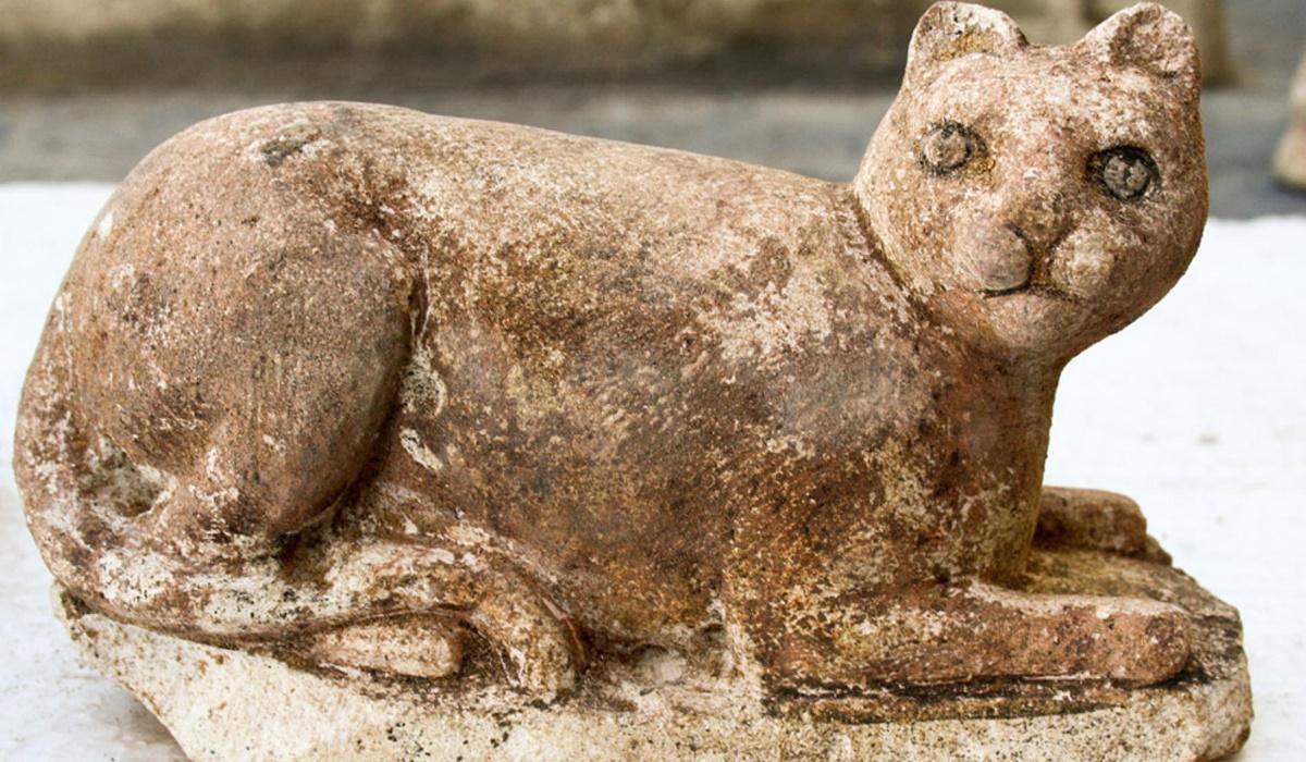 statua che raffigura un gatto