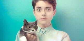 gatto e bimbo uguale