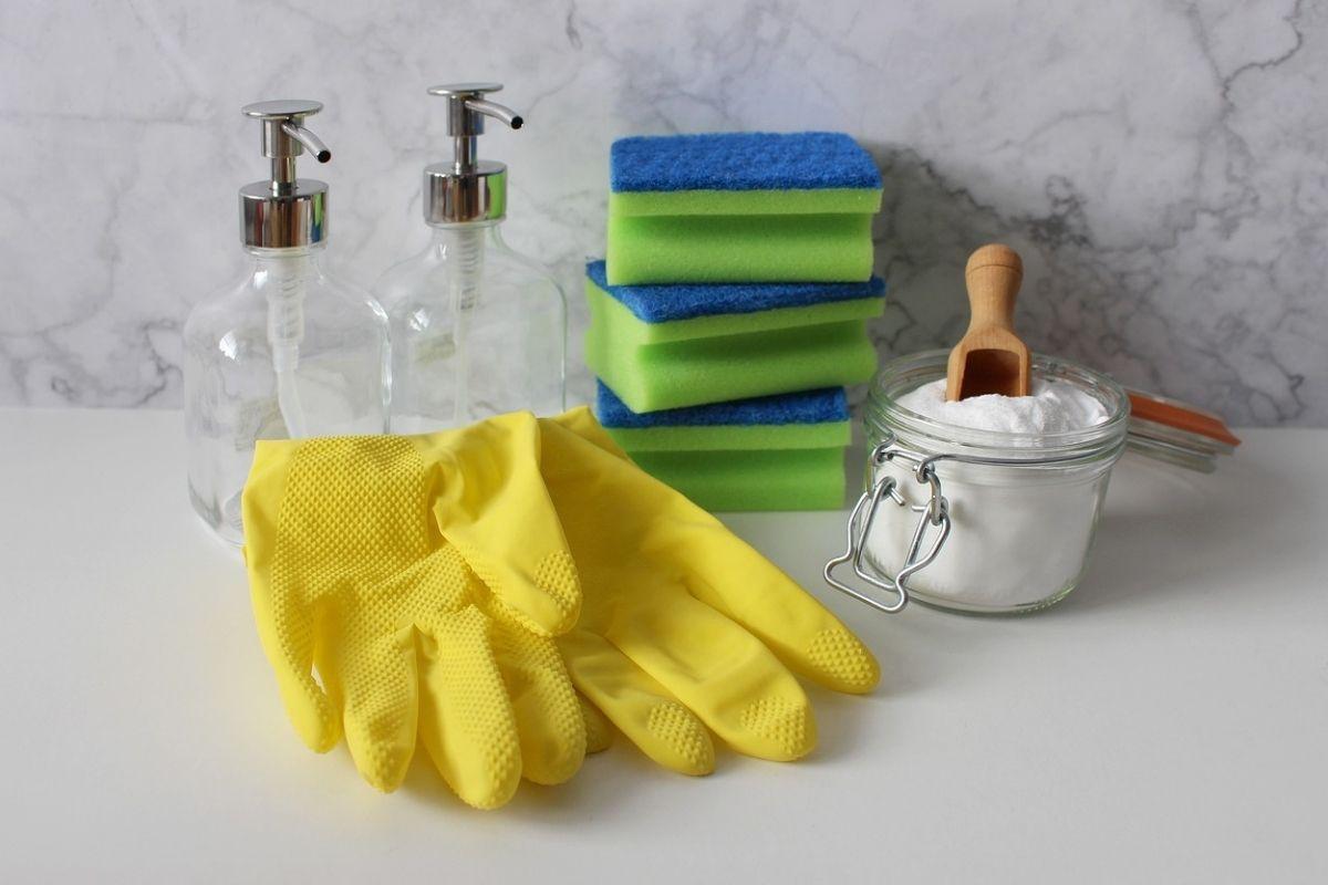 bicarbonato di sodio e strumenti per l'igiene