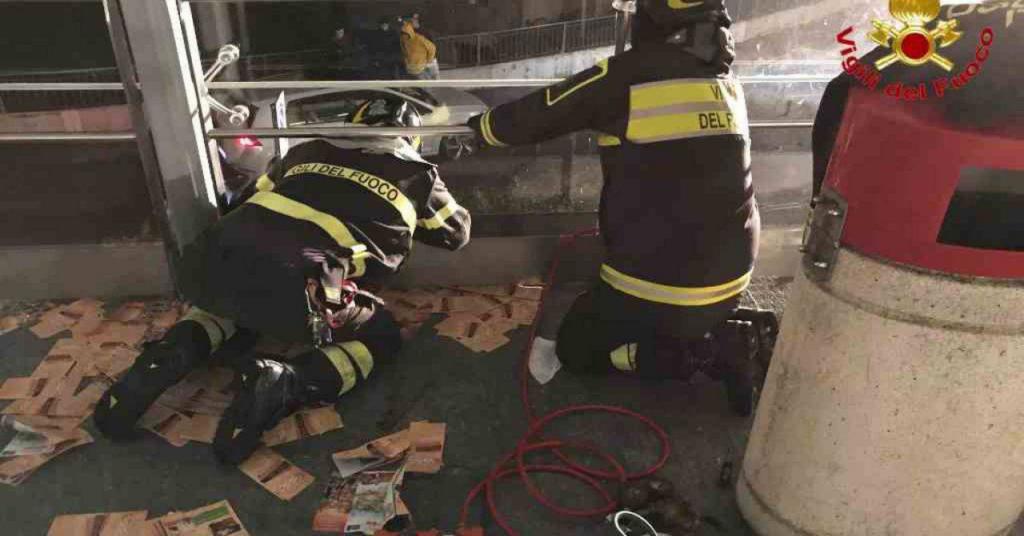 pompieri salvano gattino
