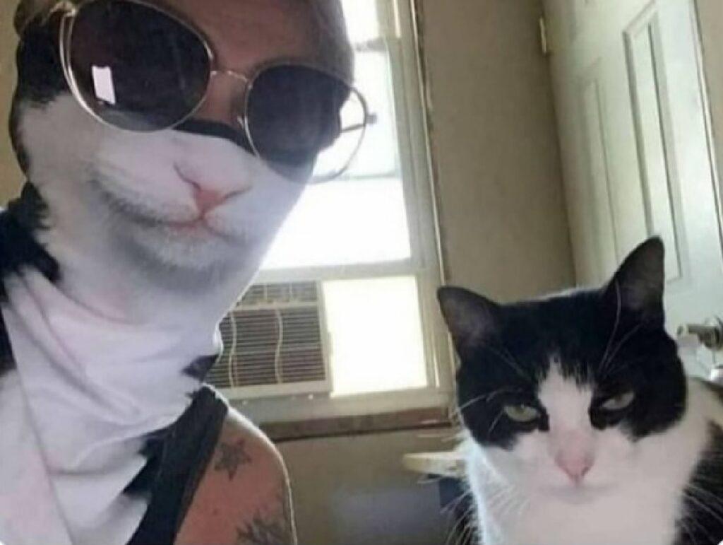 gatto bianco nero mascherina