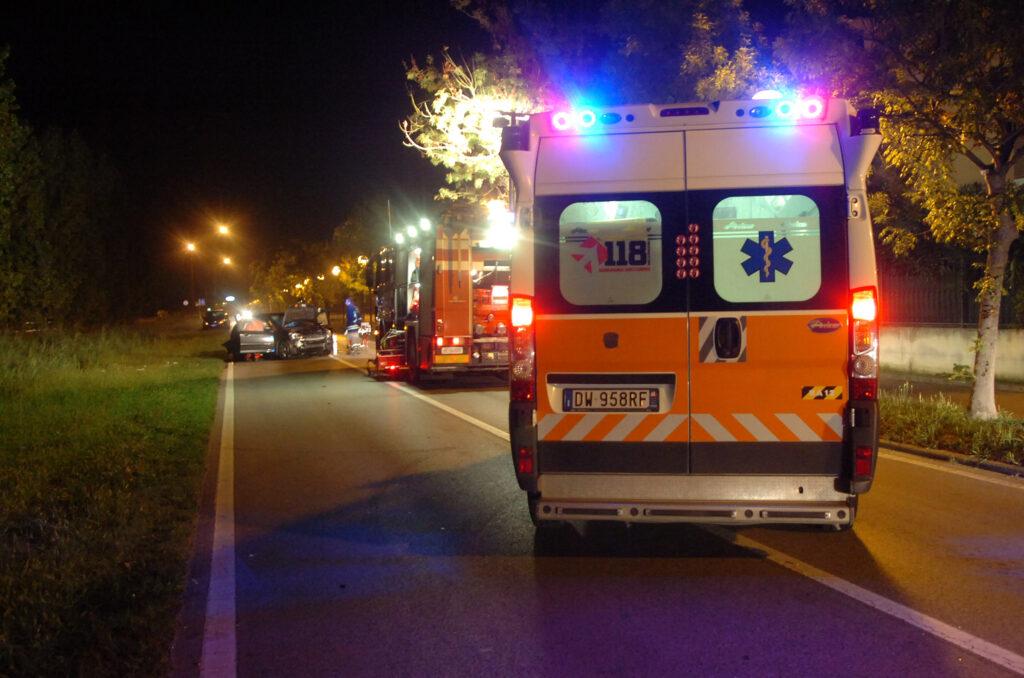 ambulanza e vigile del fuoco