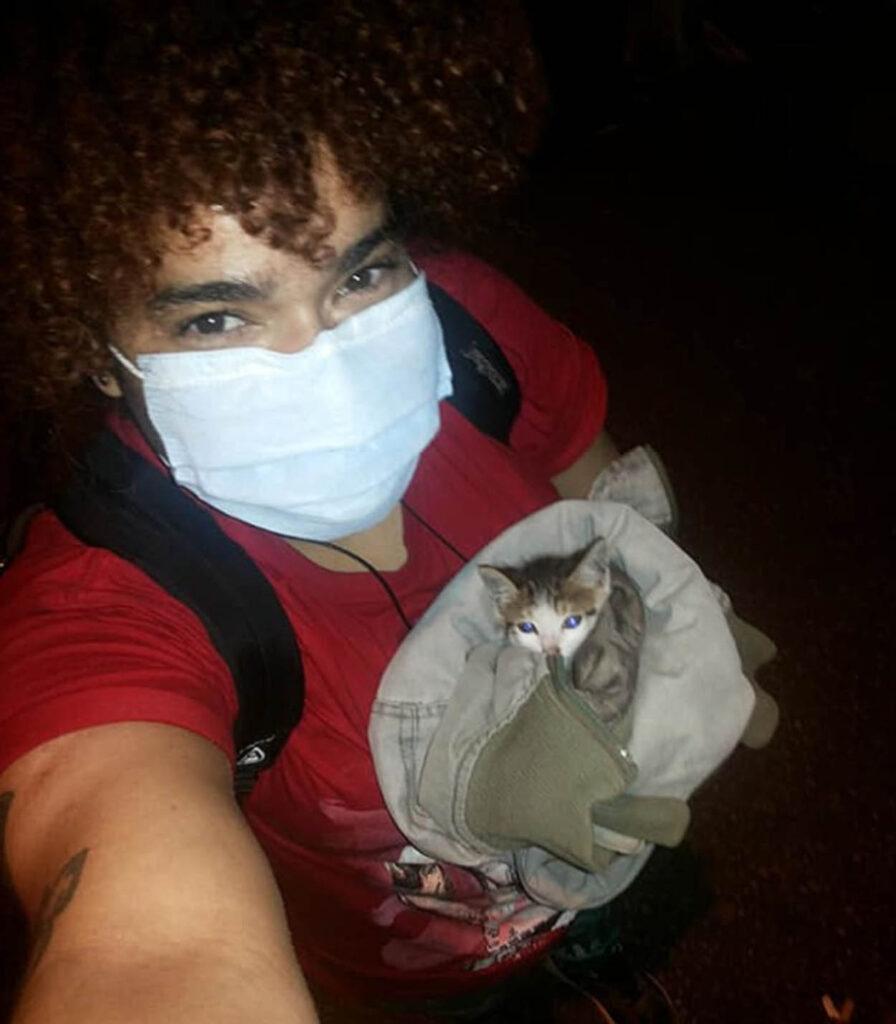 ragazza con gattino