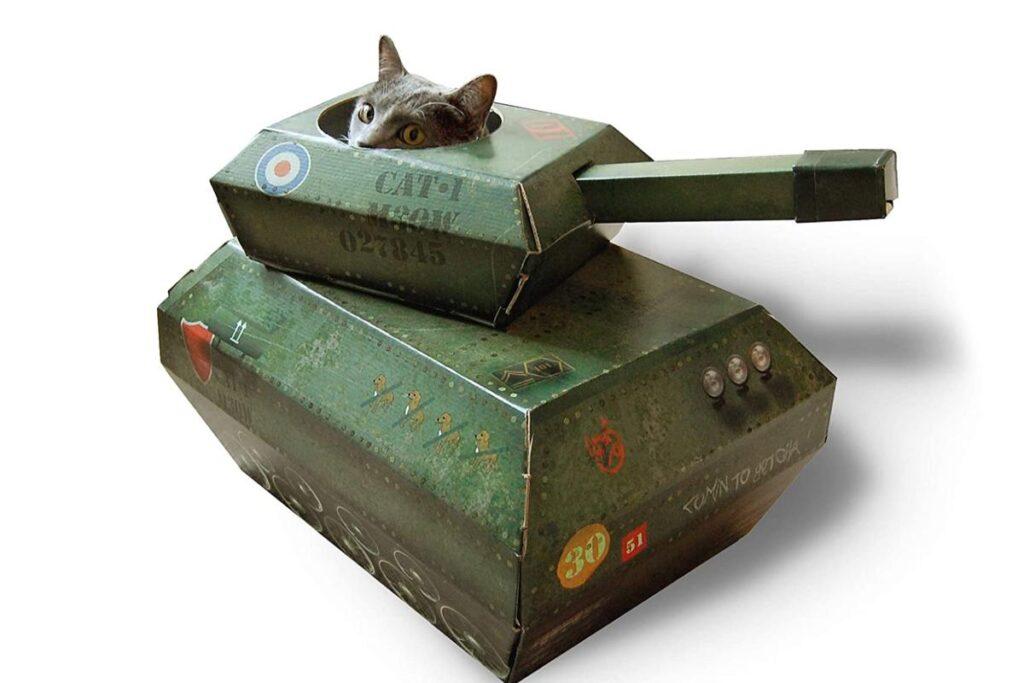 carro armato di cartone per gatti
