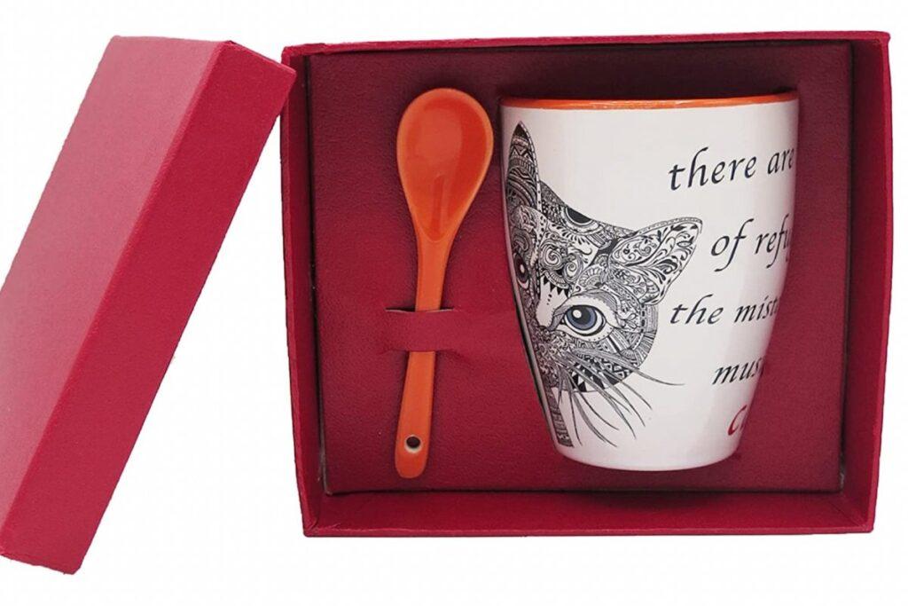 tazza in ceramica con gatto